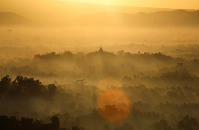 Punthuk Setumbu: Tempat Wisata di Magelang Paling Asyik Buat Melihat Sunrise