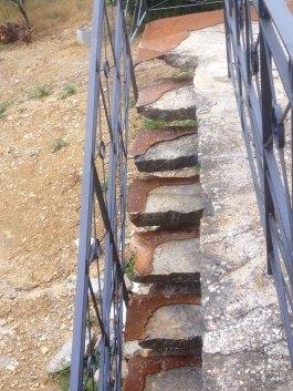 Ringhiera e scale restaurate con componenti in ferro
