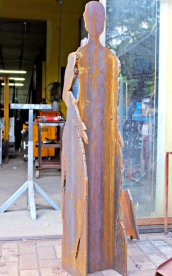 Scultura ricavata da trave di carpenteria