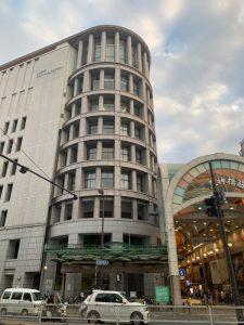 「クレオ大阪子育て館」が入るビルの外観