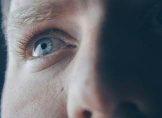 regard vers l'avenir yeux bleus adolescent jeune adulte confiance en soi estime de soi