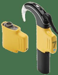 Cochlear Wireless Pod disambungkan diantara Prosesor Suara dengan Baterai Rechargeable.