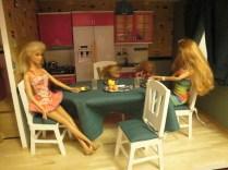 """Table et chaises Minicrea. Nappe, coussins de chaises et rideuax """"made by Mamie E.""""."""