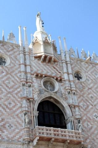 Fassade des Dogenpalastes im orientalischen Stil