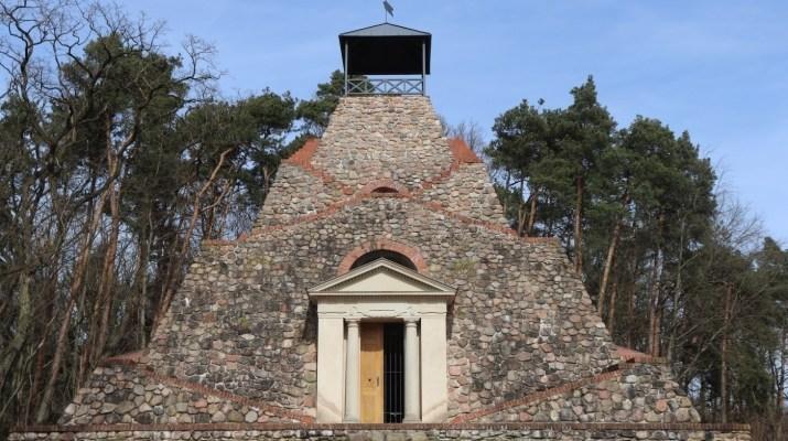 Pyramide von Garzau