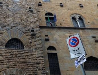 Parken ist in der Altstadt von Florenz durchgängig verboten