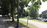 Am Rande der Wallanlage von Lucca gibt es einige Parkplätze