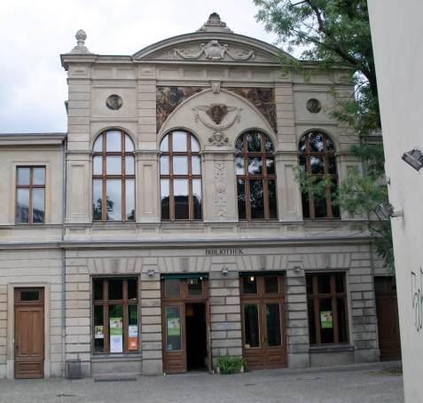 Eingang zur Luisenbücherei