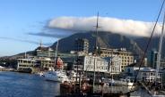 Der alte Hafen mit dem Tafelberg in Kapstadt