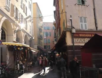 Buntes Treiben in der Altstadt von Nizza
