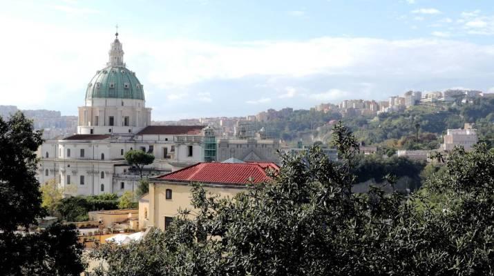 Blick vom Capodimonte auf die Basilica di San Gennaro fuori le mura