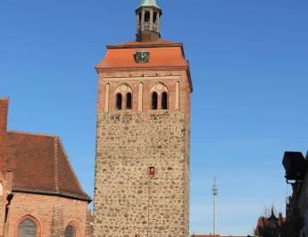 Der mittelalterliche Marktturm ist das Wahrzeichen von Luckenwalde