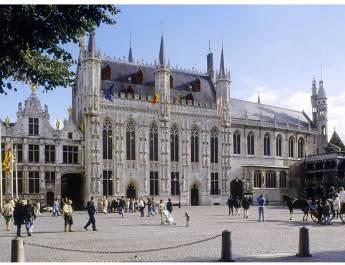 Das reich verzierte Stadthuis von Brügge war Vorbild für viele andere Rathäuser