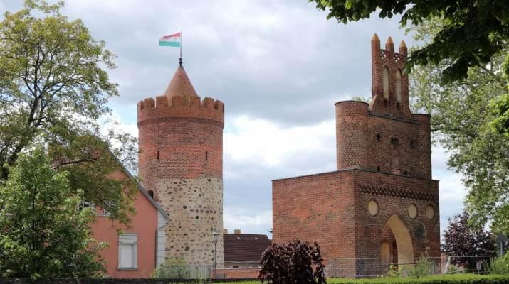 Der Pulverturm mit dem Berliner Tor markieren die historische Altstadt