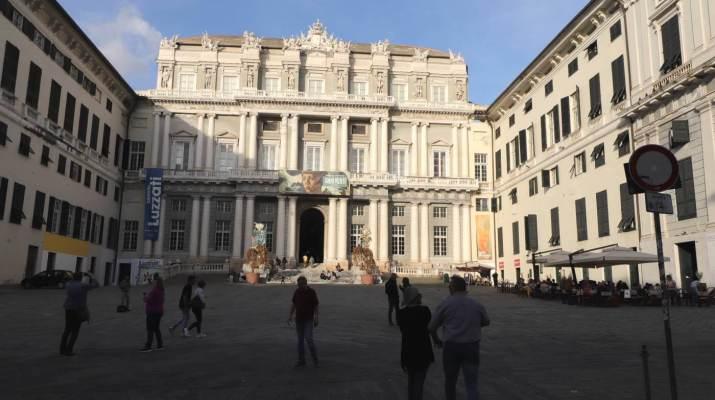 Der Haupteingang vom Palazzo Ducale an der Piazza Matteotti