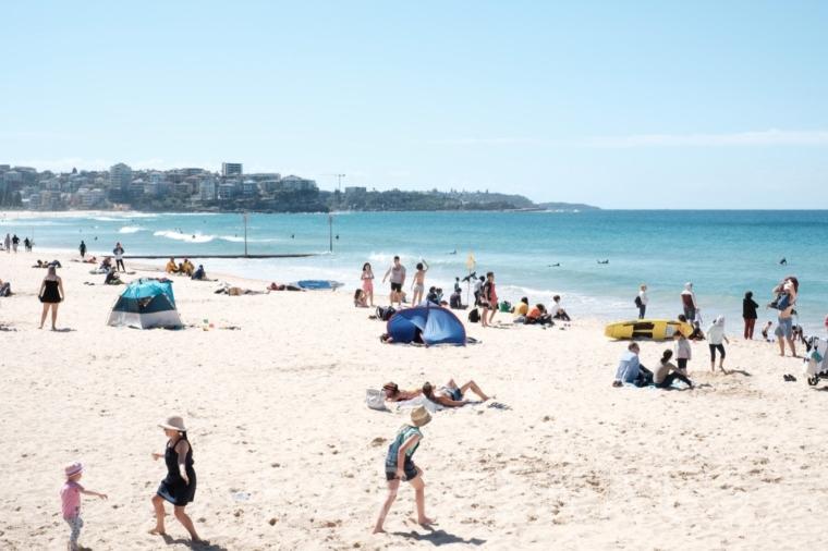 白い砂浜と青い海といえば、マンリービーチ