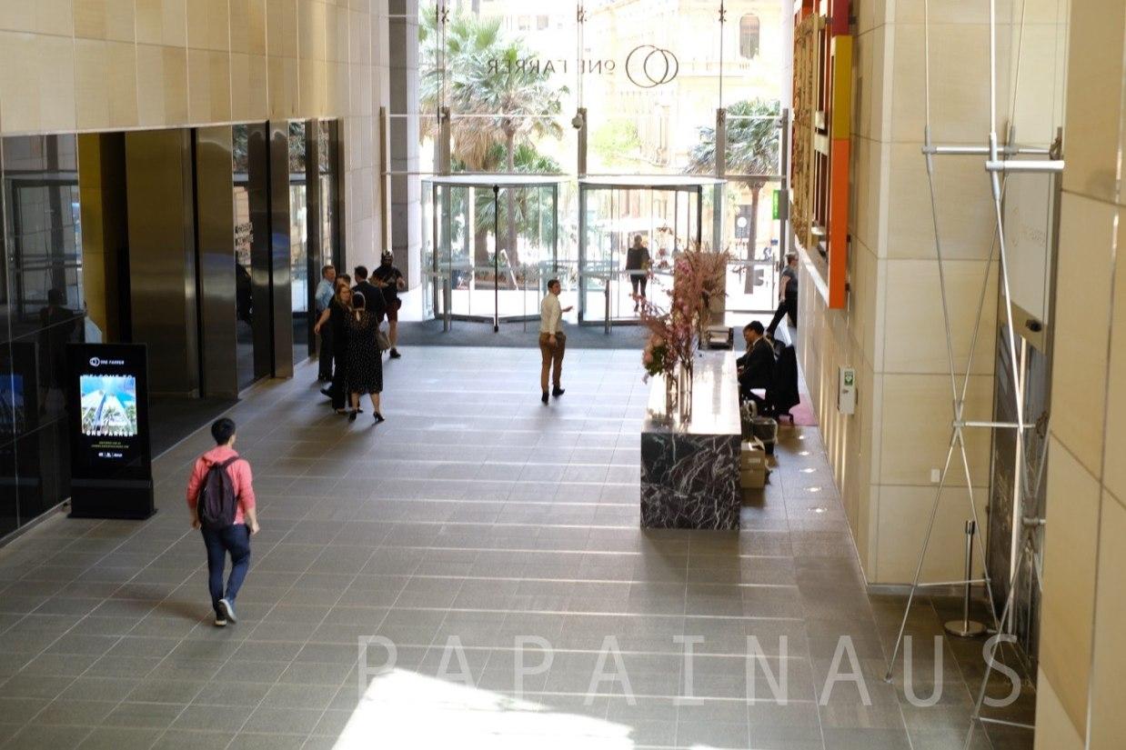 Governor Macquarie Tower内はこんな感じ。少し入りづらいが気にせず入ろう