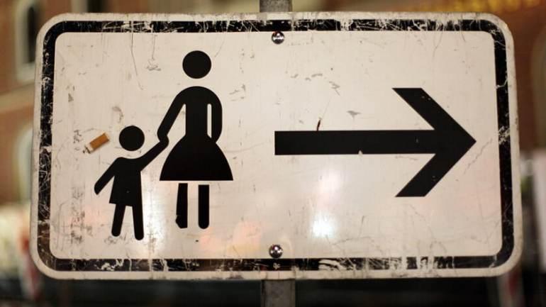 Mütter mit Kind Schild