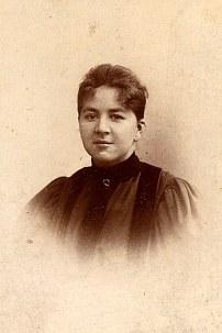 Jeanne LANDRIEU (25) - avant d'entrer au couvent