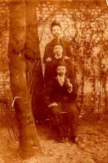 Pentecôte 1898 - Les trois beaux-frères DOREMIEUX - Lors d'une réunion de famille : Henri VANNOYE ( x Jeanne DORÉMIEUX) - Gustave LANDRIEU (44) (x Marguerite DORÉMIEUX)