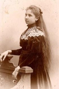 1889 - Marie-Thérèse PADIEU (1883-1927), demi-sœur de Gustave PADIEU (x 53)