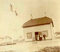 Vers 1898 à Port-Menier sur l'île d'Anticosti (province du Québec au Canada), où vivait Raoul LANDRIEU et sa famille