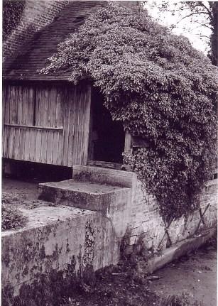 Appentis de la roue à aube du moulin de l'Heure - (photo du 24/10/1967)