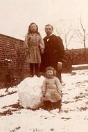 1904 - Famille Gustave LANDRIEU (44) - boulevard Pater à Valenciennes - Debout : Max LANDRIEU (441) et Gustave LANDRIEU (44), Assis : Joseph LANDRIEU (442)