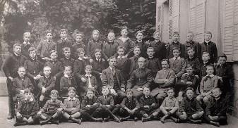 1913-1914 - Jacques LANDRIEU (443) (dernier rang, 3ème à gauche), collège Notre-Dame de Valenciennes, classe de 6ème