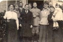 1917 - Cousins à Caours : Lucie LANDRIEU (421) - Anne-Marie DUPONT (211) - Pierre LANDRIEU (26) - Joseph LANDRIEU (441) - Mathilde LANDRIEU-PORCHER (23) - Michel LANDRIEU (171) - Célina SNOOK-LANDRIEU (x 26) - Jules - Palmyre LANDRIEU-DUPONT (21