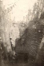 1914-18 - Robert LANDRIEU (422) - Dans les tranchées, à gauche