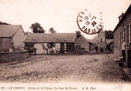 """1918 - Carte Postale : Anne-Marie DUPONT à """"La Vierge"""" (211) - La cour et le pigeonnier"""