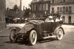 1921 - Concours de poulains à Rue Dans le fond : Florence (172) - Marie - Andrée (174) Devant : Madeleine FORTEGUERRE - Hélène DUFOURNY-LANDRIEU (x 17) - Germaine FORTEGUERRE
