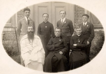 1926 - A Clermont (02) - Joseph LANDRIEU (442) - Colonie de vacances Pro-Vita - 2° rang : ? - Abbé Joseph LANDRIEU (442) - ? - ? - 1° rang: ? - ? - ?