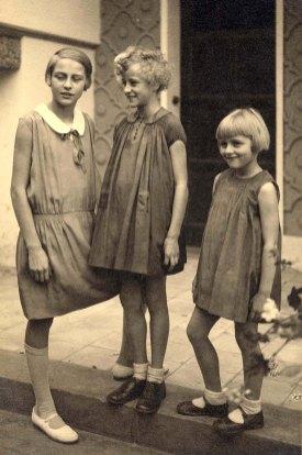 Les trois filles CHEVREUX : Élisabeth (5211), Claude (5212) et Henriette (5213)