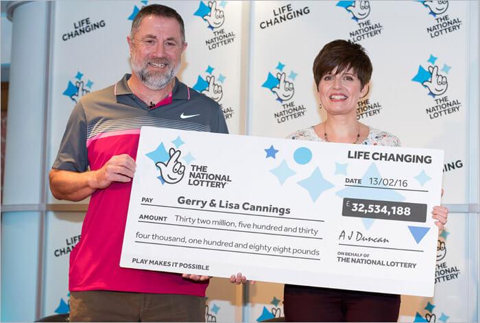 Die Leute gewannen die Lotterie-32-Millionen Dollar