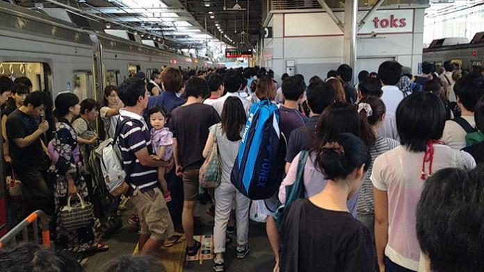 花火大会の影響で電車と駅が大混雑!(二子玉川駅)