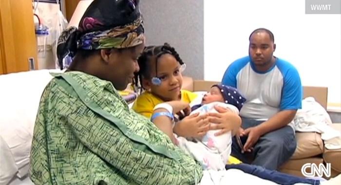 妊娠9ヶ月の母親が発作。4歳の娘が電話で救急車を呼び、無事出産。