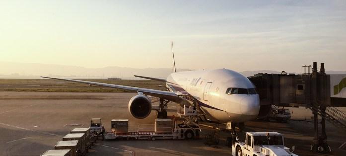 飛行機予約の座席指定で家族バラバラに。0歳、1歳、2歳の幼児連れの場合、航空会社に電話すると手配してくれることも!