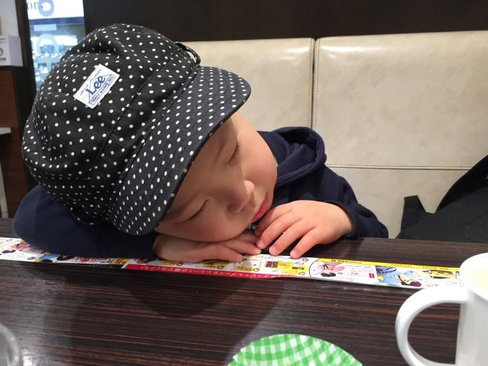 食べながら寝落ち。カレーハウスCoCo壱番屋で、お子さまカレー。