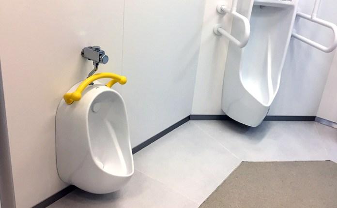 男子トイレの子供用小便器