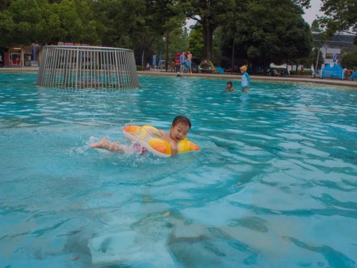 3歳もひとりでおよげる子供用プール(昭和記念公園レインボープール)