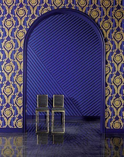 cache 36153143 - Papel pintado barroco con medallones dorados y fondo de rayas en granates de Versace Ref. 93568-3