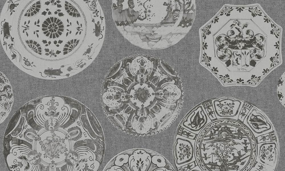 VInilo papel en color oscuro con platos de cerámica