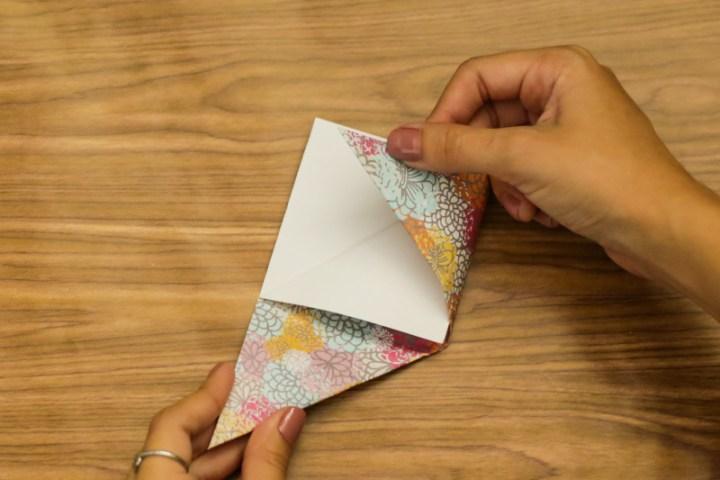 DIY Easy & Cute Corner Bookmark 4