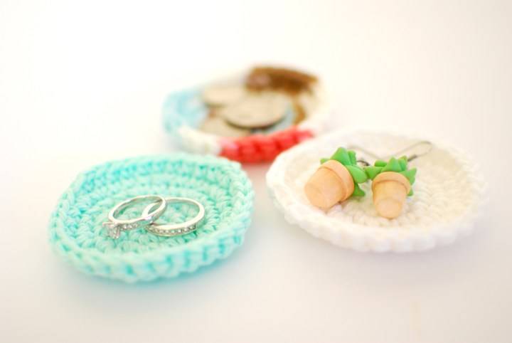 Crochet Jewelry Dishes - Paper and Landscapes