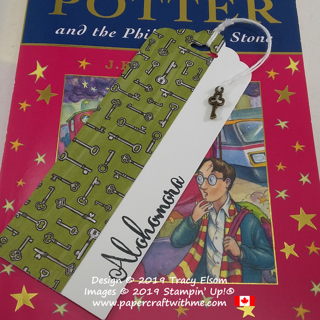 Close up of Alohomora bookmark for the Harry Potter fan complete with key trinket. Created using supplies from Stampin' Up! #papercraftwithme