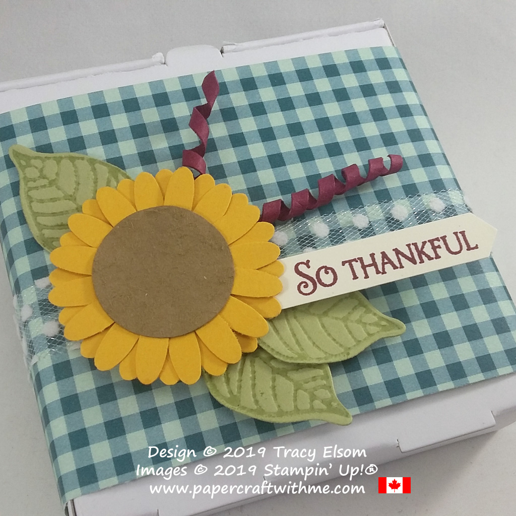 "Feels like autumn with this mini pizza box decorated with a layered and textured sunflower embellishment. The ""So thankful"" sentiment is from the Beauty & Joy Stamp Set. All products from Stampin' Up! #papercraftwithme"
