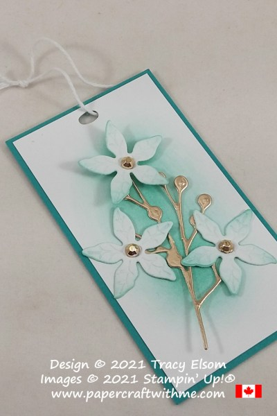 No sentiment gift tag with flowers created using the Poinsettia Dies from Stampin' Up! #papercraftwithme