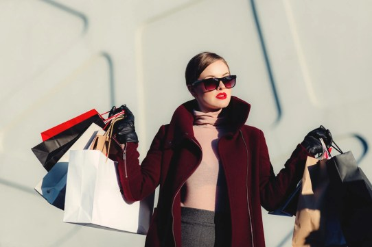 spend less when shopping with cash